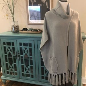 Steve Madden Gray Sweater Cape/Wrap w Cowl Neck